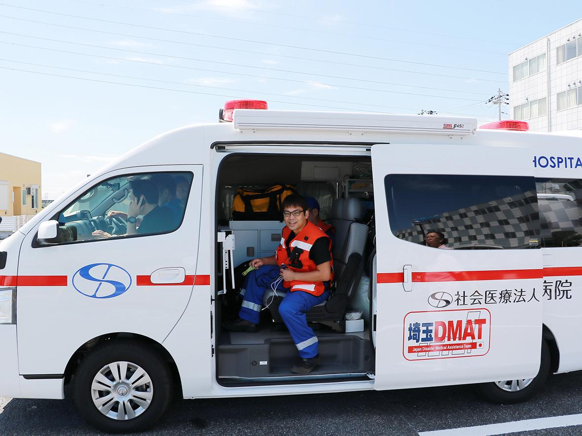 救急総合診療科・濱田医師を中心にDMATを構成